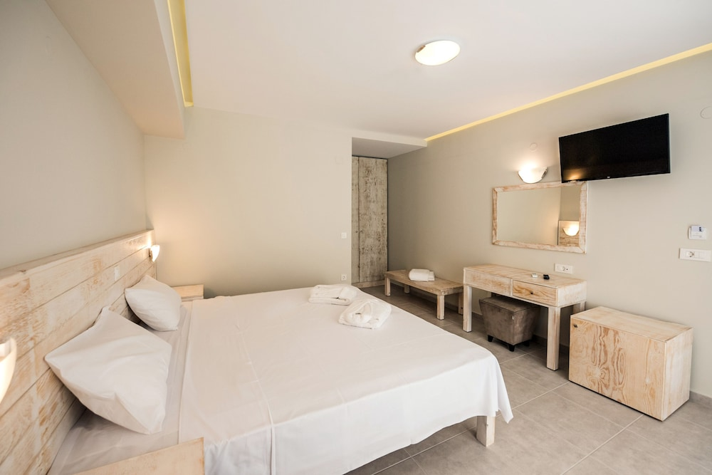 아르테미스 호텔 아파트먼츠(Artemis Hotel Apartments) Hotel Image 8 - Guestroom