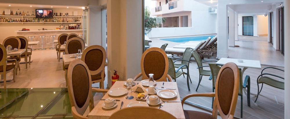 아르테미스 호텔 아파트먼츠(Artemis Hotel Apartments) Hotel Image 30 - Restaurant