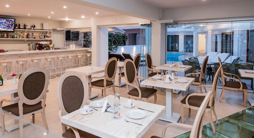 아르테미스 호텔 아파트먼츠(Artemis Hotel Apartments) Hotel Image 33 - Restaurant