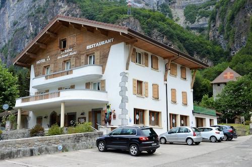 . Hôtel Restaurant Le Relais Du Mont-Blanc