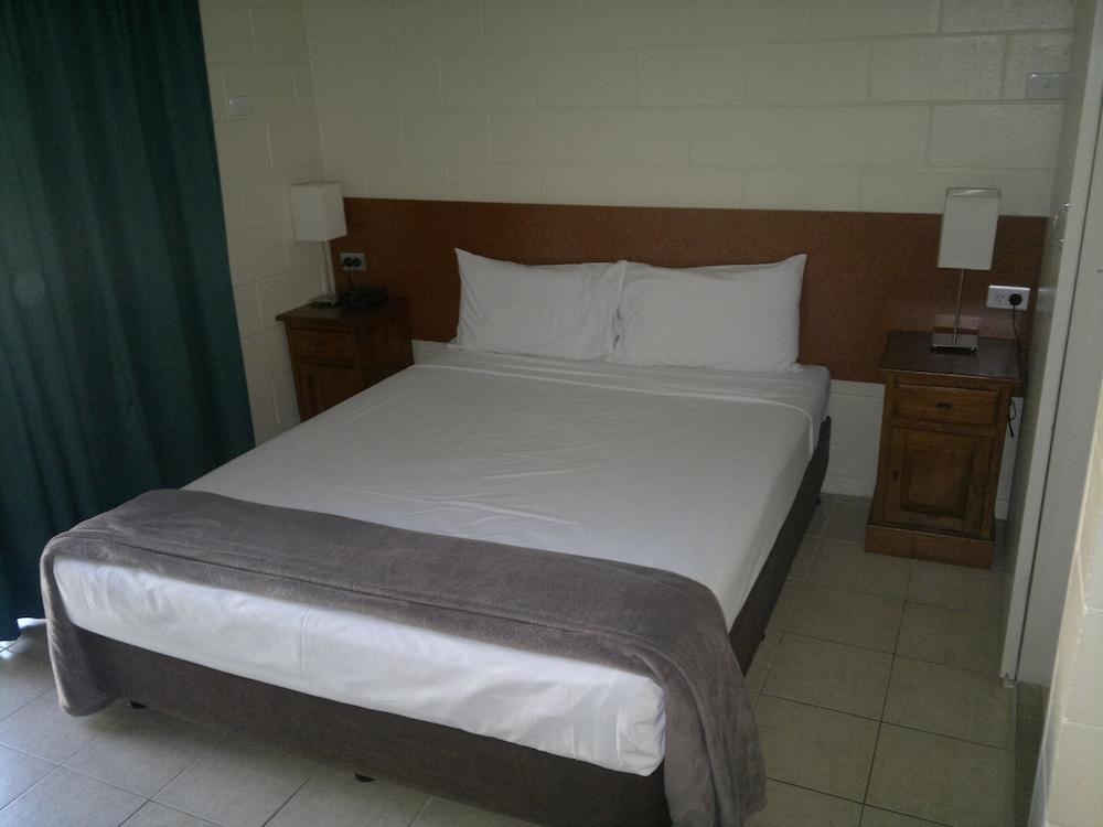 https://i.travelapi.com/hotels/4000000/3660000/3657500/3657410/4bc7f154_z.jpg