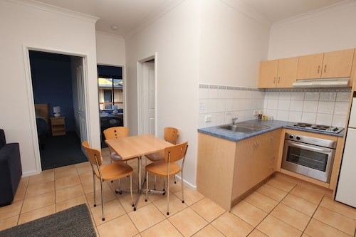 Seaview Motel and Apartments, Colac-Otway - South