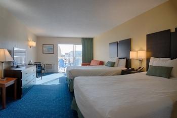 Standard Room, 2 Queen Beds, Partial Ocean View