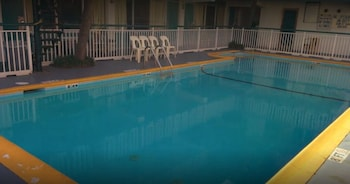 Outdoor Pool at Wayfarer Motel in Myrtle Beach