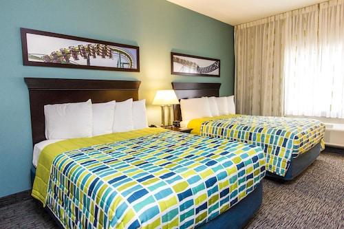 . Cedar Point's Express Hotel