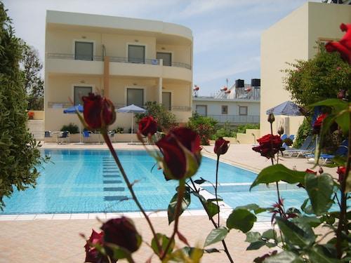 . Yakinthos Hotel
