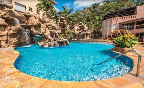 . Clarion Suites Roatan at Pineapple Villas