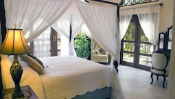 Suite, 1 King Bed, Garden Area