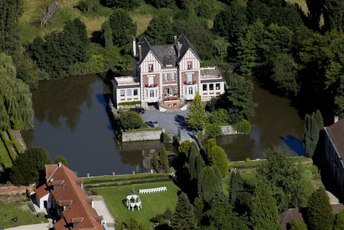 . Château de Quesmy