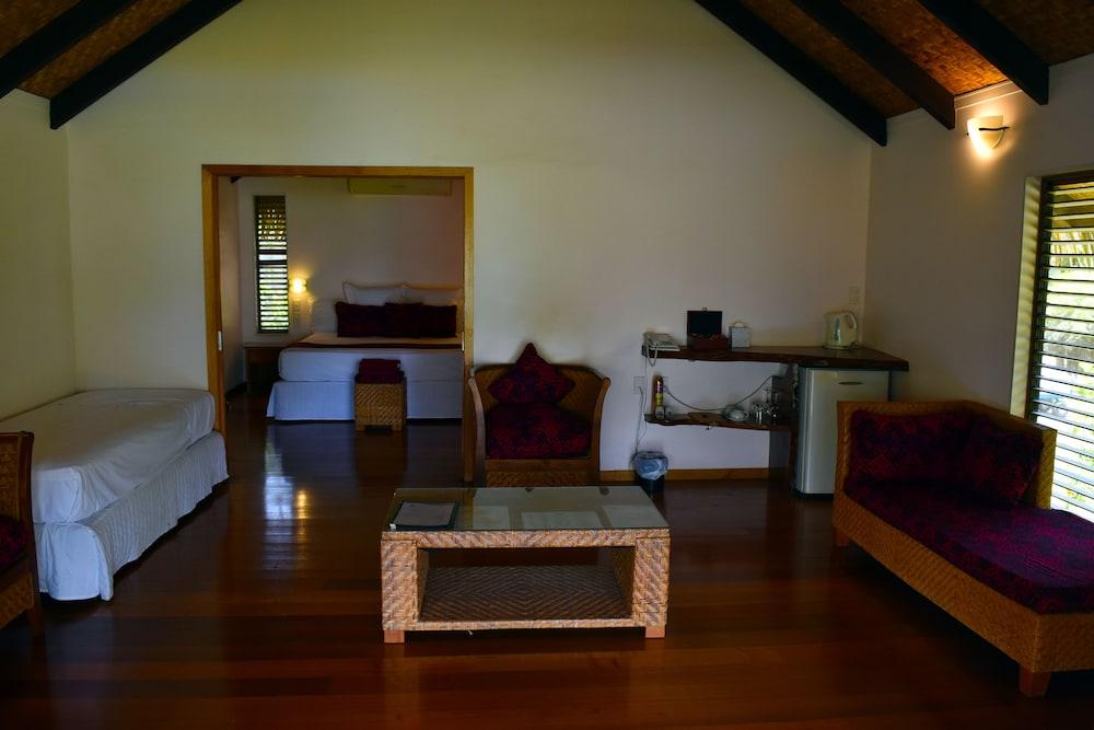 https://i.travelapi.com/hotels/4000000/3700000/3697200/3697151/41aedf39_z.jpg