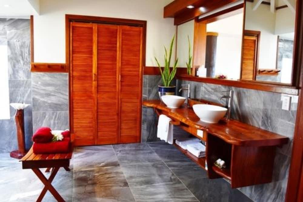 https://i.travelapi.com/hotels/4000000/3700000/3697200/3697151/81882dcc_z.jpg