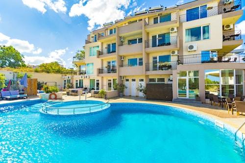 . Selena Beach Hotel