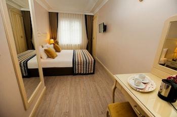 Hotel - Raymond Hotel