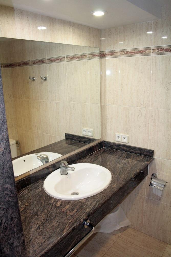 아파르타멘토스 센트럴 파크(Apartamentos Central Park) Hotel Image 22 - Bathroom