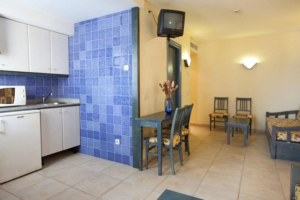 아파르타멘토스 센트럴 파크(Apartamentos Central Park) Hotel Image 12 - Living Area