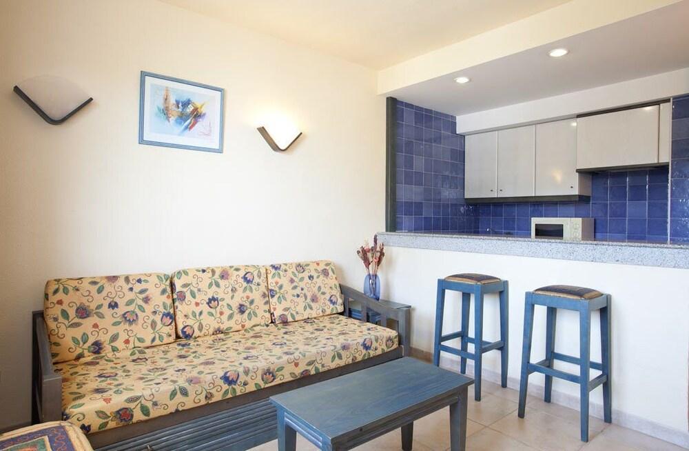 아파르타멘토스 센트럴 파크(Apartamentos Central Park) Hotel Image 11 - Living Area