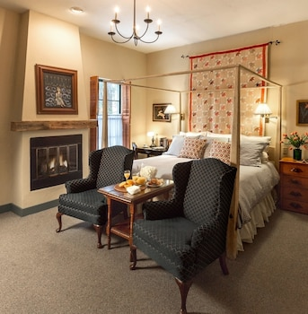 Room, 1 King Bed, Fireplace