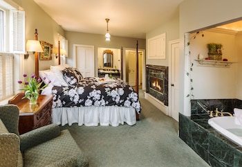 Room, 1 Queen Bed, Fireplace