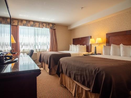 . Pacific Inn & Suites