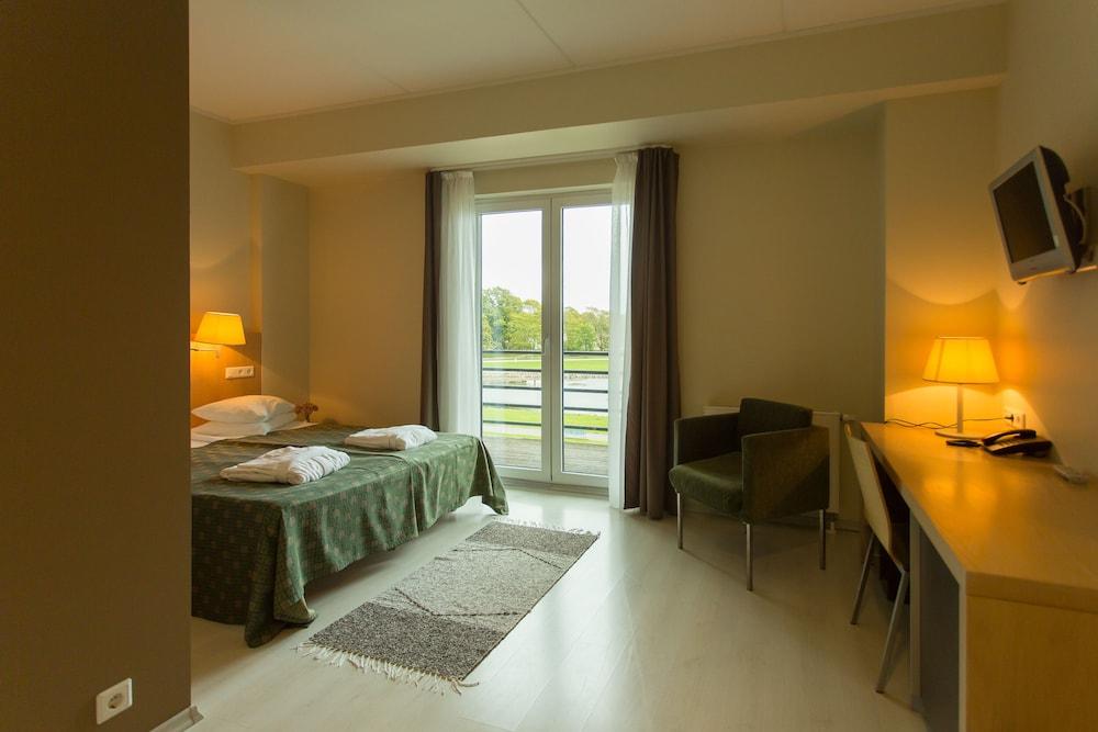 https://i.travelapi.com/hotels/4000000/3740000/3738100/3738019/175bf385_z.jpg
