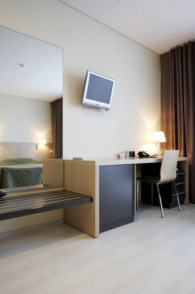 https://i.travelapi.com/hotels/4000000/3740000/3738100/3738019/9dd07cb6_z.jpg