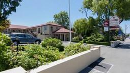 Lorenzo Motor Lodge