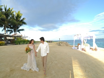 Crimson Resort and Spa Mactan Outdoor Wedding Area