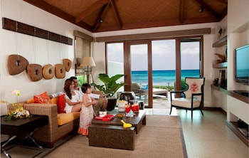 Crimson Resort and Spa Mactan Living Area