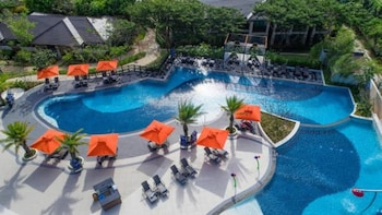 Crimson Resort and Spa Mactan Pool