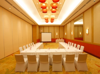 Crimson Resort and Spa Mactan Meeting Facility