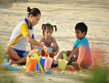 Crimson Resort and Spa Mactan Childrens Activities
