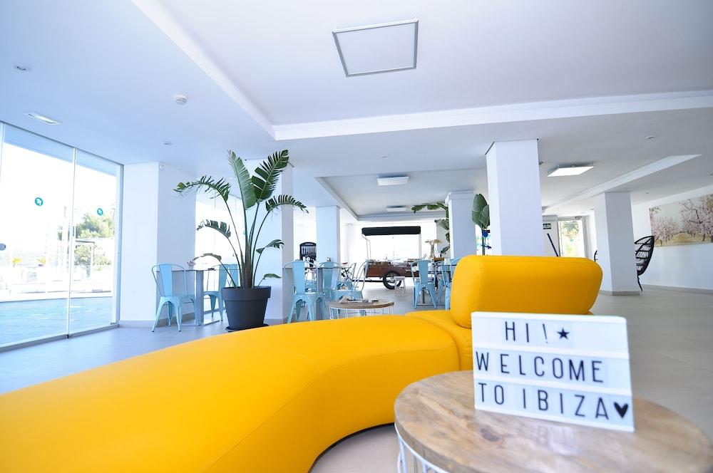 호텔 아파르타멘토 마리나 플라야 - 어른 전용(Hotel Apartamentos Marina Playa - Adults Only) Hotel Image 3 - Lobby Sitting Area