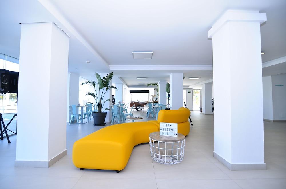 호텔 아파르타멘토 마리나 플라야 - 어른 전용(Hotel Apartamentos Marina Playa - Adults Only) Hotel Image 4 - Lobby Sitting Area