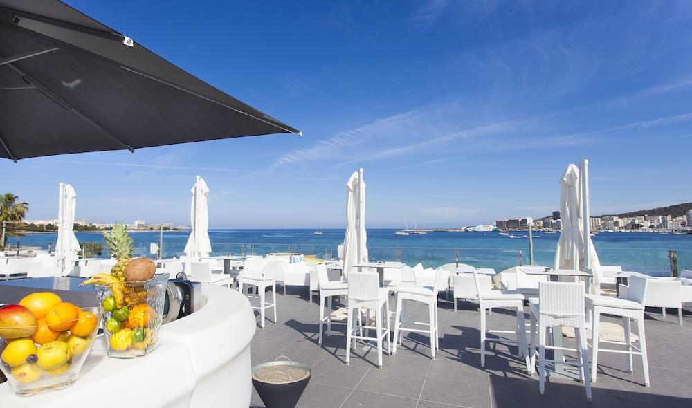 호텔 아파르타멘토 마리나 플라야 - 어른 전용(Hotel Apartamentos Marina Playa - Adults Only) Hotel Image 39 - Poolside Bar