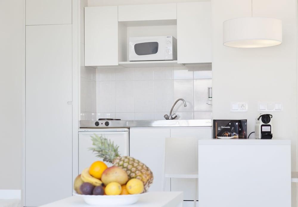 호텔 아파르타멘토 마리나 플라야 - 어른 전용(Hotel Apartamentos Marina Playa - Adults Only) Hotel Image 18 - In-Room Kitchen