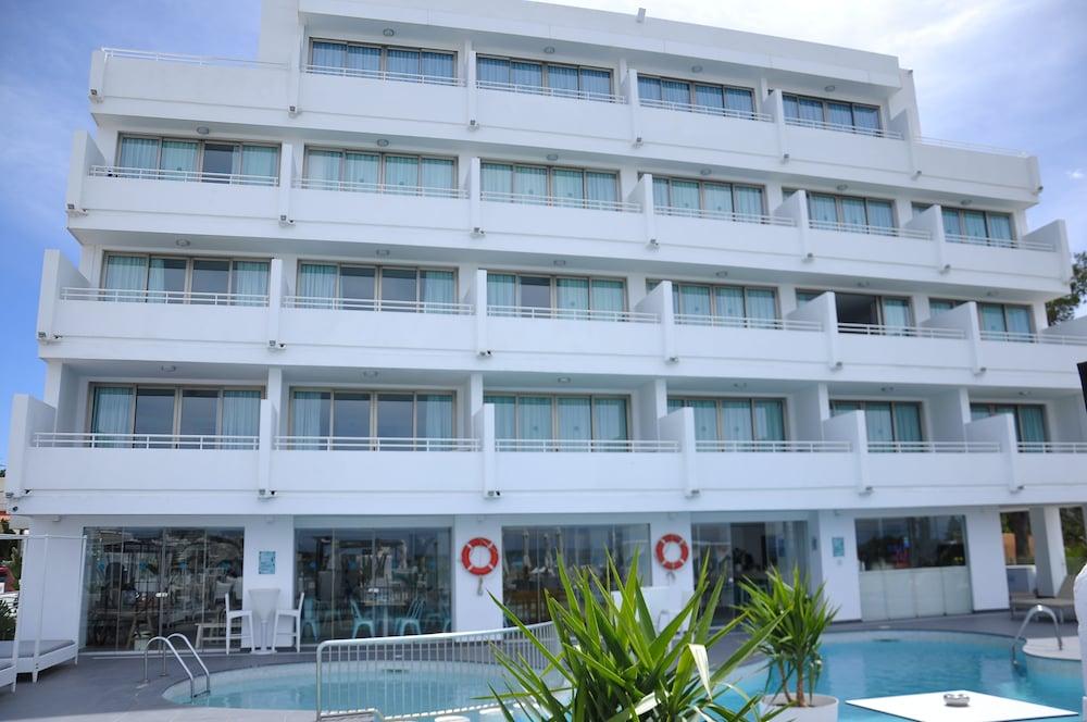 호텔 아파르타멘토 마리나 플라야 - 어른 전용(Hotel Apartamentos Marina Playa - Adults Only) Hotel Image 8 - Pool