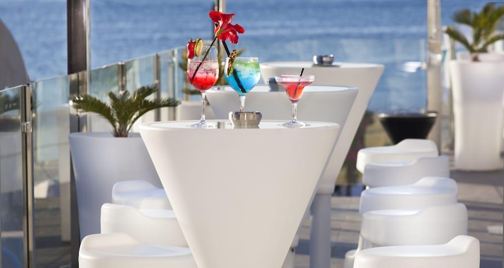 호텔 아파르타멘토 마리나 플라야 - 어른 전용(Hotel Apartamentos Marina Playa - Adults Only) Hotel Image 40 - Poolside Bar