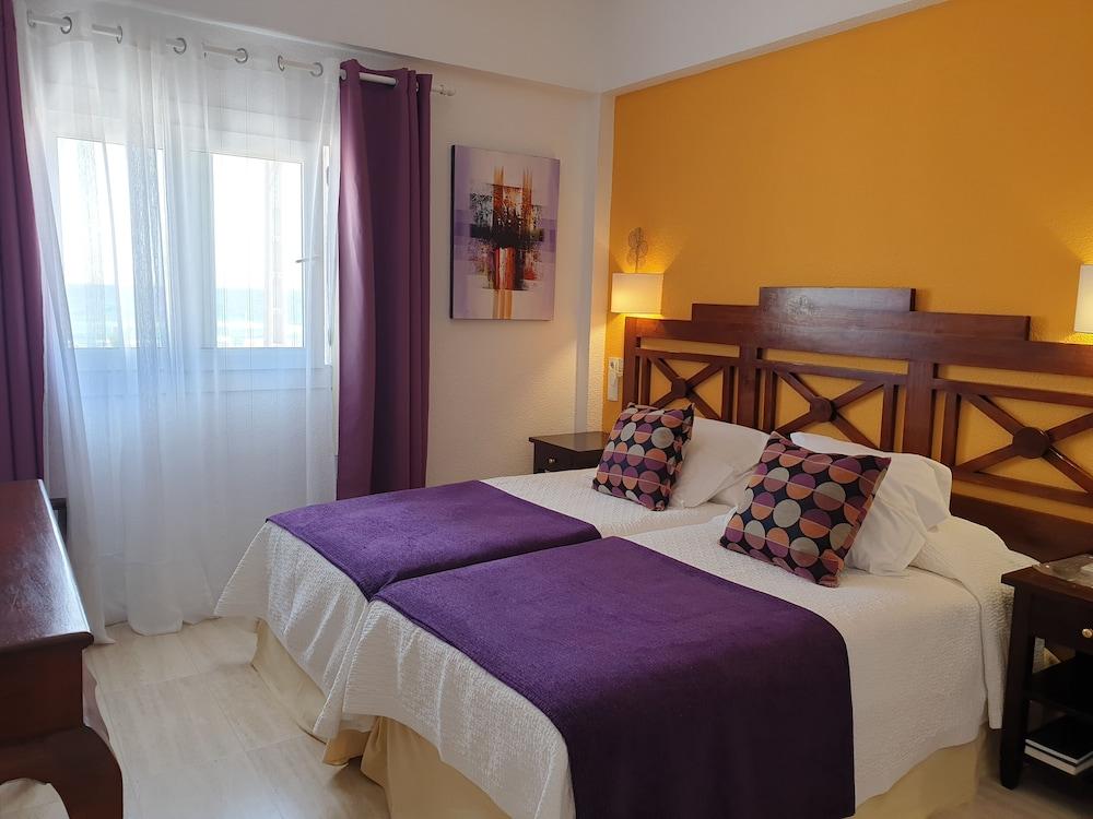 https://i.travelapi.com/hotels/4000000/3750000/3743600/3743597/24b8dde6_z.jpg