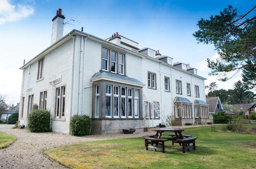 . Invernairne Guest House