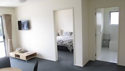 Standard Suite, 1 Bedroom, Non Smoking, Kitchenette (king)