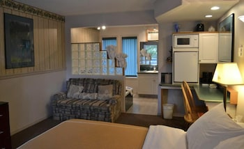 Deluxe Room, 1 Queen Bed, Jetted Tub