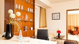 Suite, Multiple Beds, Kitchen