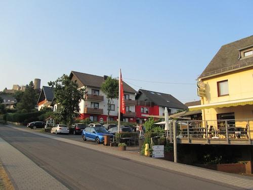 . Land-gut-race-Hotel zur Burg Nürburgring