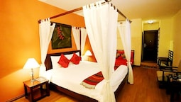 Family Suite, 1 Double Bed With Sofa Bed, Smoking, Bathtub