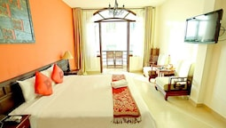 Deluxe Room, 1 Double Bed, Balcony, Pool View