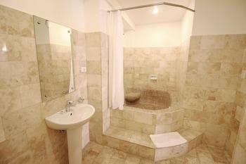 Mermaid Resort Puerto Galera Bathroom