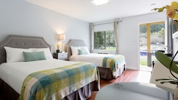 Standard Room, 2 Double Beds, Refrigerator & Microwave, Lakeside