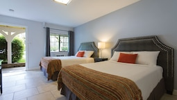 Standard Room, 2 Double Beds, Refrigerator & Microwave, Mountainside