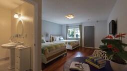 Standard Room, 2 Queen Beds, Lakeside