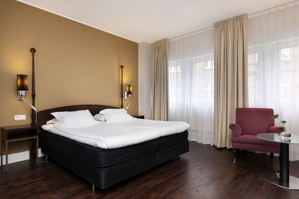 https://i.travelapi.com/hotels/4000000/3790000/3784900/3784843/c7ff5b1a_z.jpg